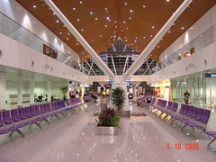outlet store(0.0), convention center(0.0), plaza(0.0), retail-store(0.0), building(1.0), ceiling(1.0), interior design(1.0), lobby(1.0),