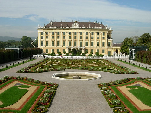 rentalcars24h_5_Awesome_palaces_in_Vienna_you_cannot_miss1