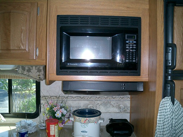 Cooks 0.6 Cu Ft Microwave Oven - Compare Prices, Reviews and Buy