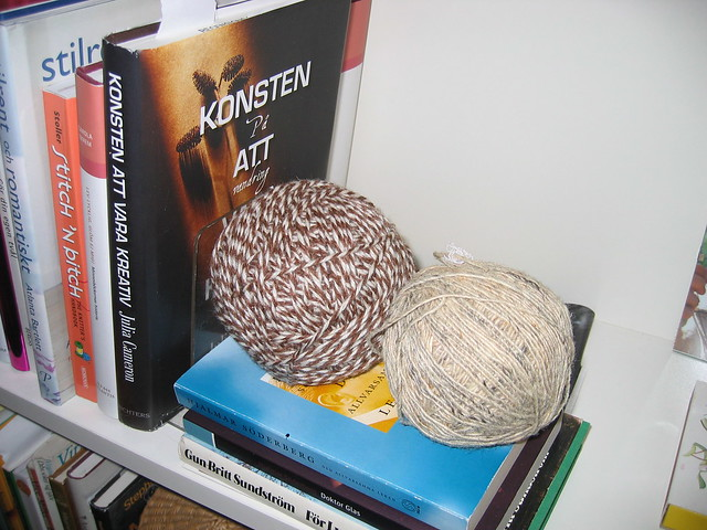 Decorating with balls of yarn