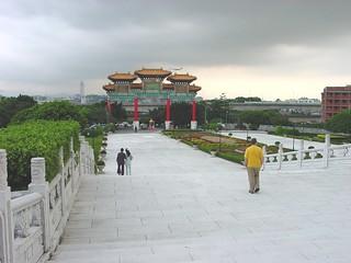 Taipei20040602_GrandHotel_Gate1