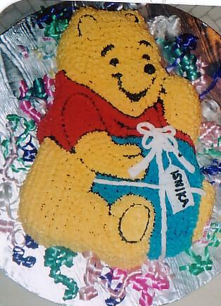 Pooh's Birthday Gift Cake by melissatarun