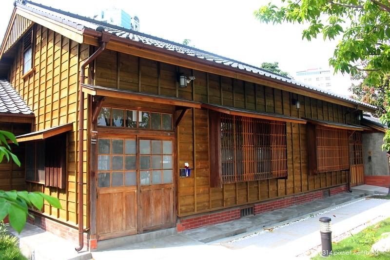 19758793152 baf96bd208 b - 遊記。台中西區【林之助紀念館】台灣膠彩畫之父林之助畫室,歷史日式建築修復再利用