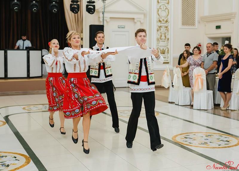Dansuri pentru Evenimente Speciale / Ore pentru dansul mirilor  > Foto din galeria `Principala`