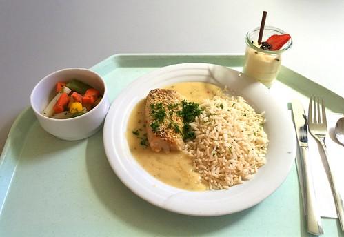Hake with curry sesame crackling, rice & herb sauce / Seehecht in Sesam-Currykruste mit Reis & Kräutersauce