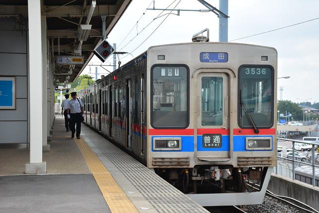 芝山千代田駅と京成3500形電車