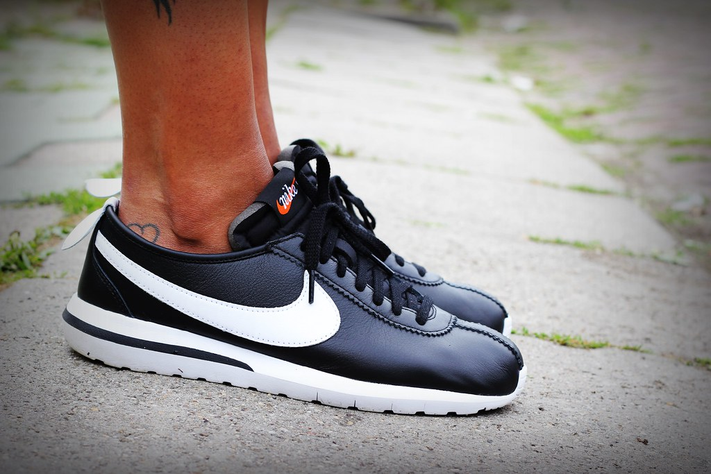 detailed look 88766 44ed2 authentic nike roshe cortez back and white . 819e4 3f01a
