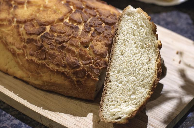 White bread with semolina crust