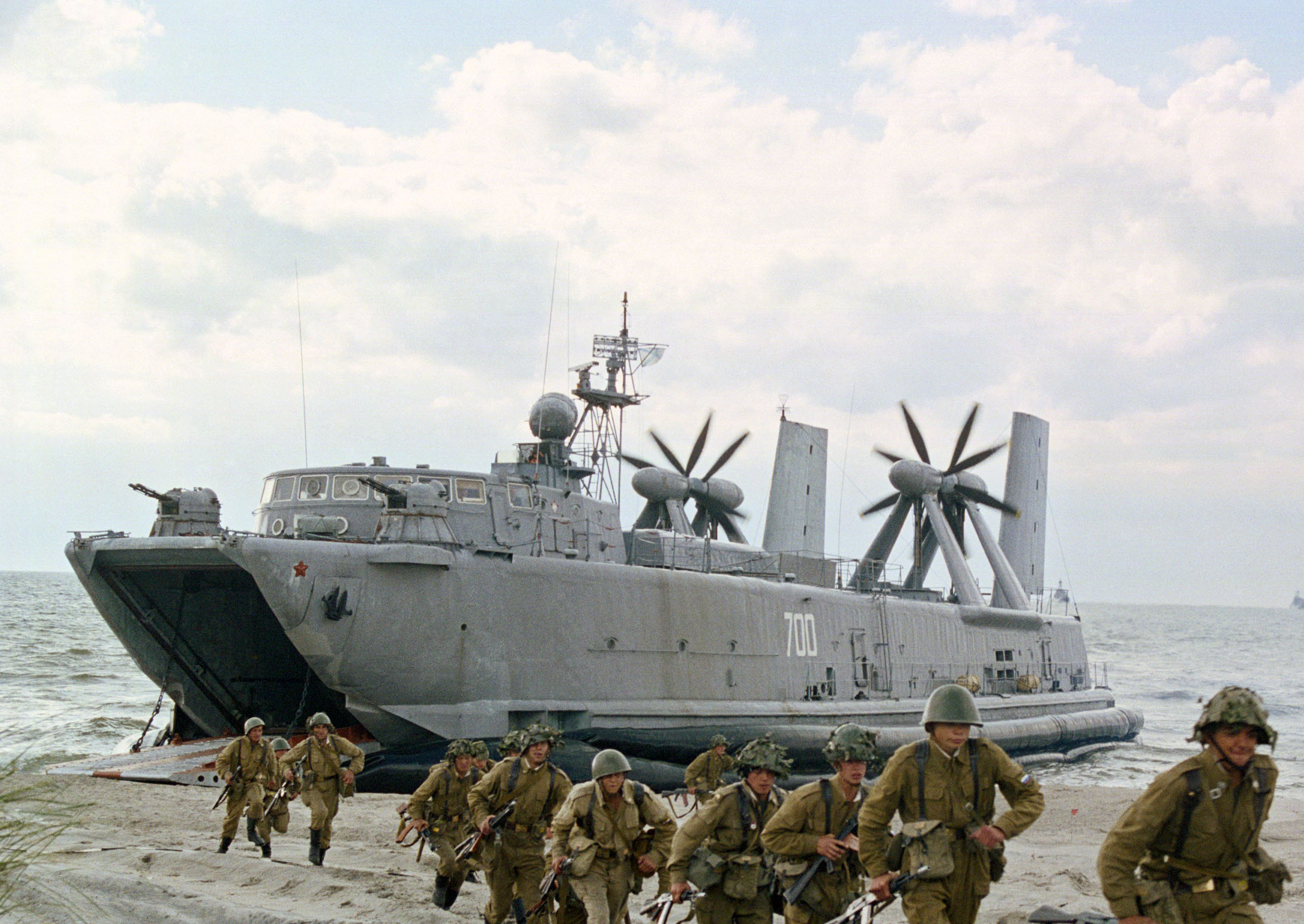 Soviet naval infantry disembark from Aist-class LCAC
