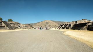 ภาพของ Teotihuacán ใกล้ Ampliación San Francisco. 2017 winter mexico mexicocity teotihuacan pyramidofthemoon january mexique estadosunidosmexicanos avenueofthedead mexiko 墨西哥 pyramides pyramid