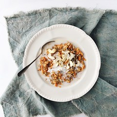 Spiced carrot cake porridge topped with melty coconut cream, toasted cashews & sunflower seeds. #realfoodfast