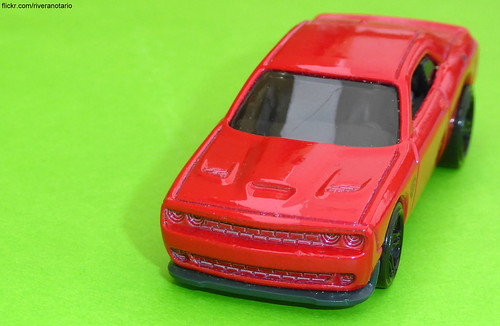 Hot Wheels - Dodge Challenger Hellcat
