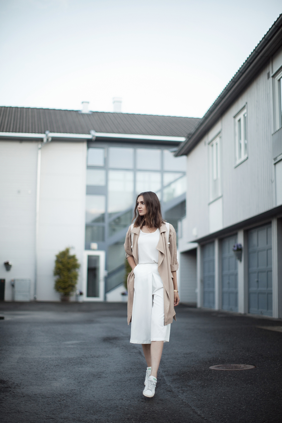 how-to-wear-white-culottes-outfit-ideas