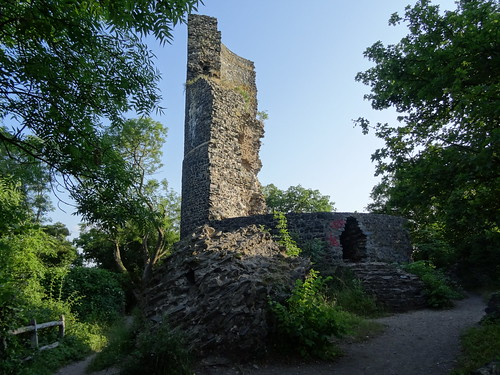 Wormersdorf: Tomburg castle ruin