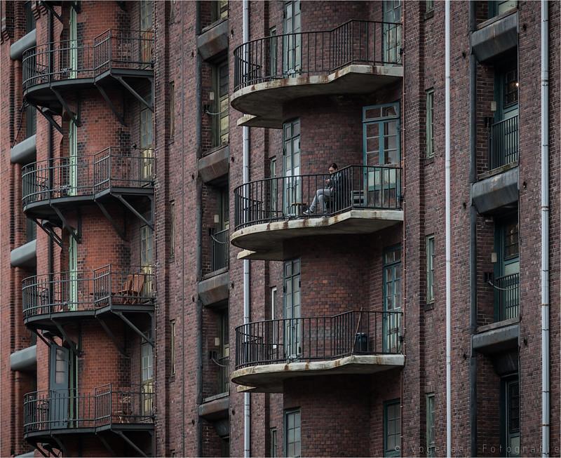 balcony scene    [explore]