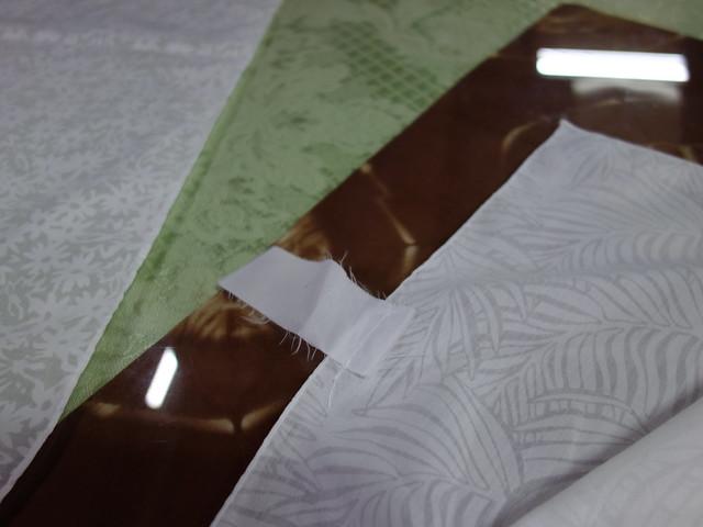 側邊縫了布標,可以寫上名字,染完的作品就可以辨識出來哪份是誰的 @鳳林鎮花手巾工坊