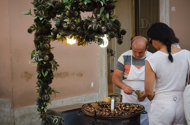 20150517-Rome-Spanish-Steps-Chestnuts-Stand-0033