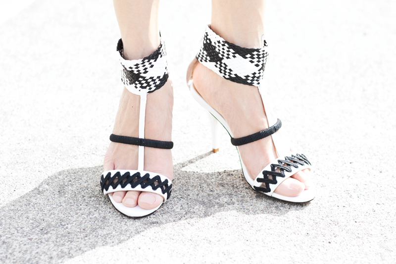 03-black-white-strappy-heels-gx-gwenstefani-sf-sanfrancisco-fashion-style