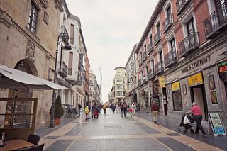http://hojeconhecemos.blogspot.com/2015/07/calle-ancha-leon-espanha.html