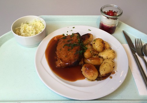 Meat loaf in red wine sauce with roast potatoes / Hackbraten in Rotweinjus mit Röstkartoffeln