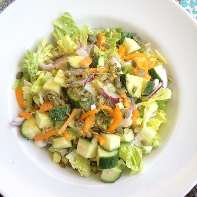 Veggie loaded Caesar Salad with a #vegan Caesar Dressing #whatveganseat #vegansofig #veganfoodshare