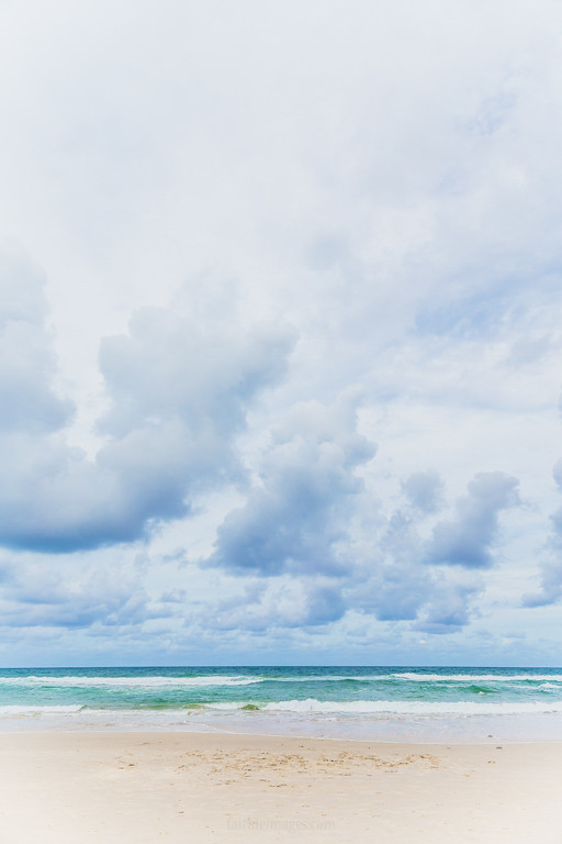 Minimalist Pacific Ocean image