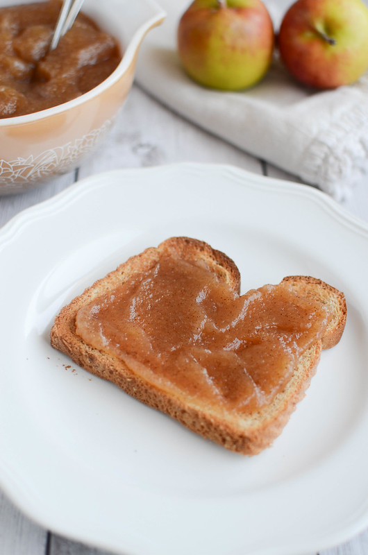 Easy Homemade Apple Butter recipe - only 5 ingredients!