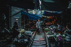 Mercado en las Vías del Tren de Maeklong