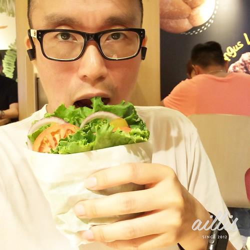 「漢堡包走包」是咁吃的。 #mcdonalds #createyourtaste #aillis