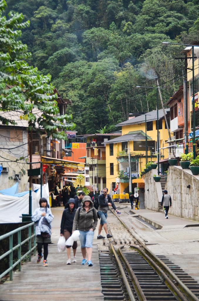 Ambiente en las vías del tren de Machu Picchu