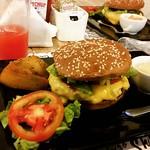 Encarando um Fit Picanha com a maninha no FitBurgers. #fitburgers #fitpicanha #campinas