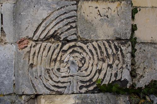 Sint-Huibrechts-Hern, labyrint op Sint-Hubertuskerk