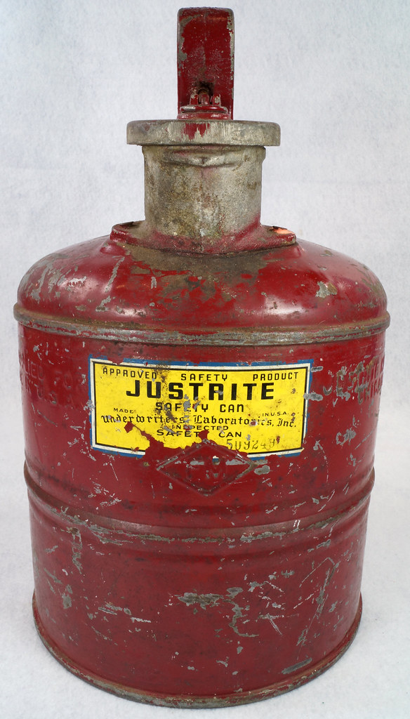 RD14619 Vintage Red JUSTRITE Chicago Safety Gasoline Can One Gallon DSC08113