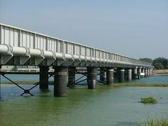 truss bridge(0.0), arch bridge(0.0), pier(0.0), girder bridge(1.0), reservoir(1.0), river(1.0), beam bridge(1.0), waterway(1.0), bridge(1.0),