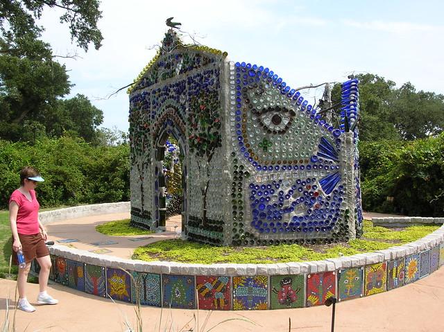 Airlee Gardens - bottle house