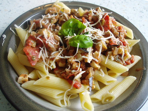Penne with Tomatoes, Aubergine and Vegi Cheese 006