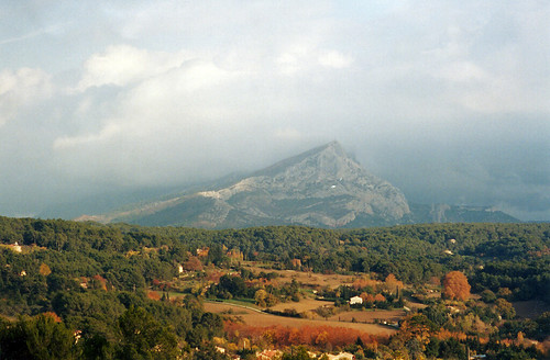2003 vacation mountain france 1025fav landscape geotagged europe aixenprovence provence cezanne bouchesdurhône paulcezanne provencealpescôtedazur geo:lon=54395403483376 montagnesaintevictoire