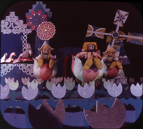 "Dutch Children Sing ""It's a Small World"""
