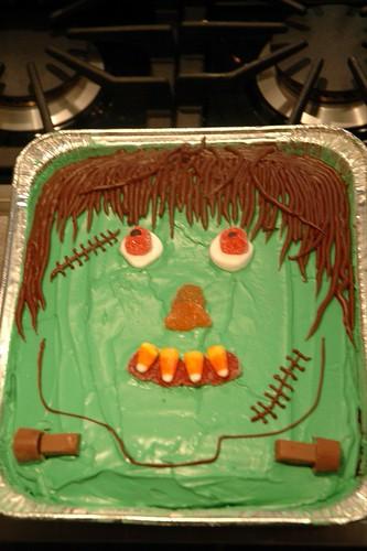 Easy halloween theme cake ideas contestformoms for Easy halloween cakes to make at home