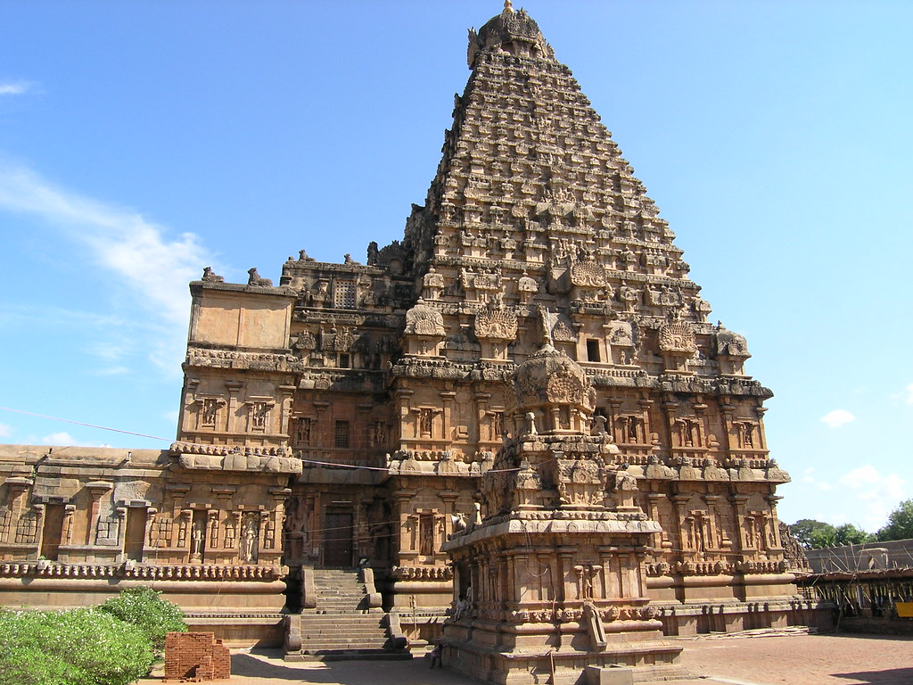 10 amazing hindu temples with photos map touropia for Religious buildings in india