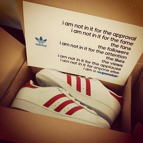 Ze niet kunnen passen omdat ik geen kousen mee heb. :aaaaah: #adidassuperstar #zalando
