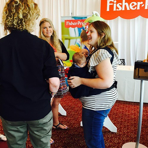 The sweet @thankyouhoneyblog captured the #twins and I meeting @annegeddestweet at #bbnyc #babypalooza ♡♡♡♡♡ #lilburghers
