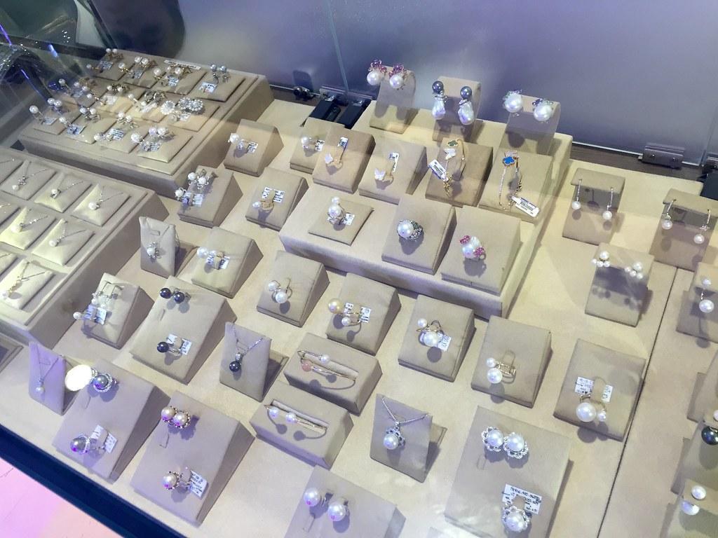 f&c-jewelry-pearls