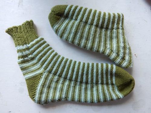 полосатые носки, связанные спицами, с лица и с изнанки | ХорошоГромко.ру