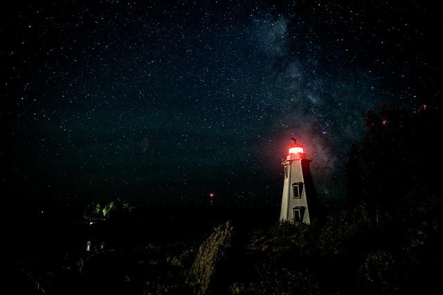 Brand!n - Milky way VS Lighthouse