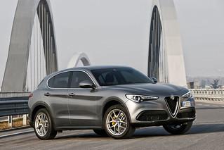 Alfa Romeo 2017 Stelvio web 12