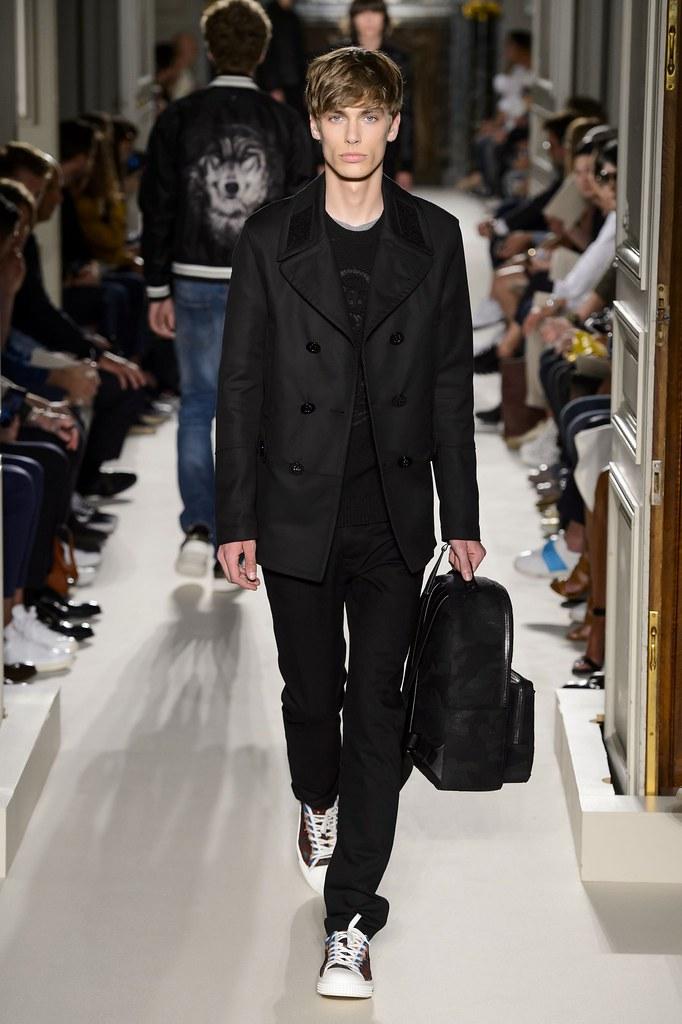 Marc Schulze3251_SS16 Paris Valentino(fashionising.com)