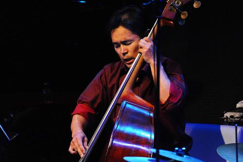 Kazufumi Tsuchimura (bass)