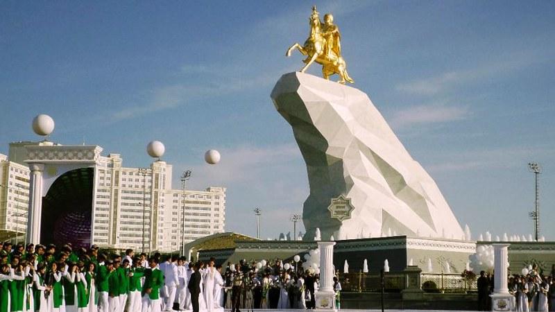 Turkmenistan President Statue-1