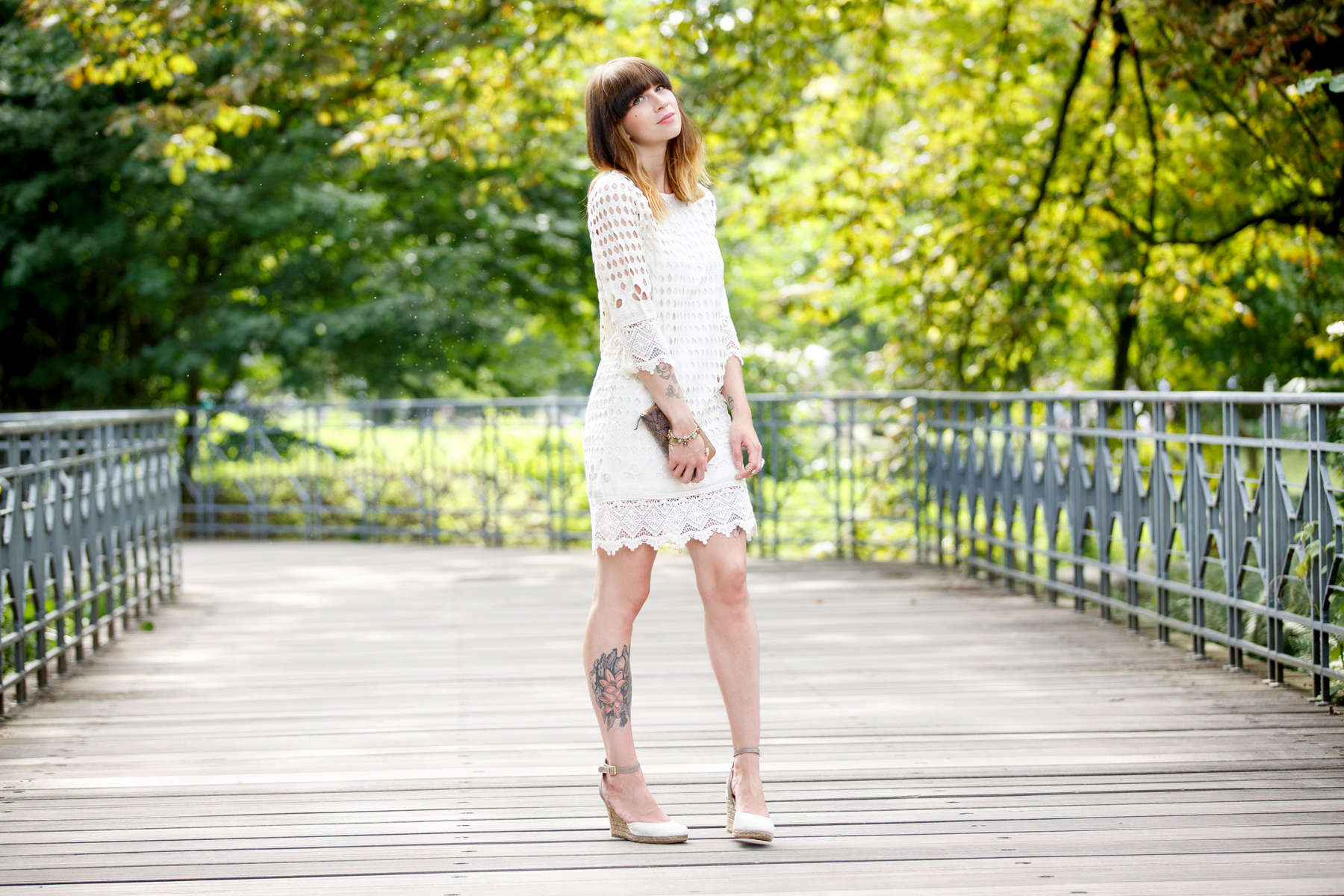 dress-for-less outfit styling white sommerkleid summer look crochet wrangler hilfiger fashion blog germany düsseldorf ricarda schernus cats & dogs 6